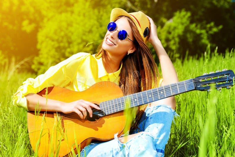 Песня гитары стоковые изображения rf