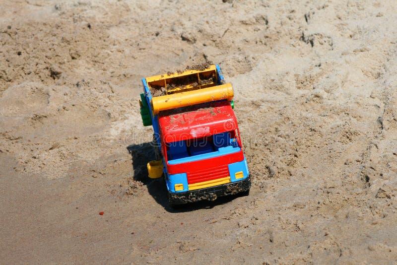 Download песок автомобиля стоковое фото. изображение насчитывающей автомобиль - 6861242