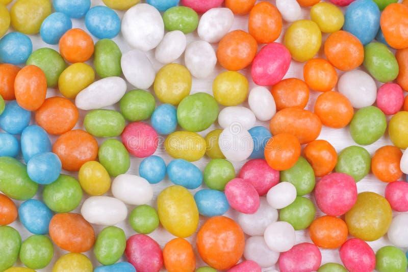 Пестротканая круглая конфета на белой предпосылке Взгляд сверху стоковые фото