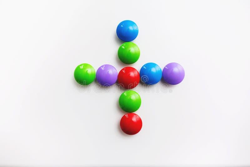 Пестротканые математические знаки сделанные из игрушек детей стоковое фото rf