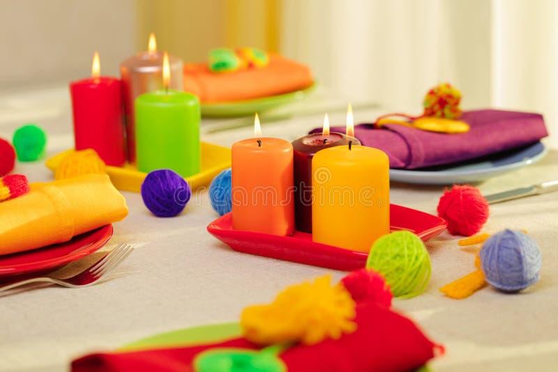 Пестротканые плиты и салфетки белья со связанным оформлением таблица стоковое фото