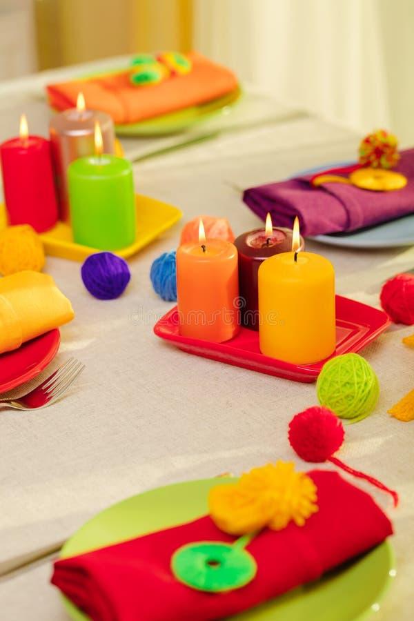 Пестротканые плиты и салфетки белья со связанным оформлением таблица стоковые изображения