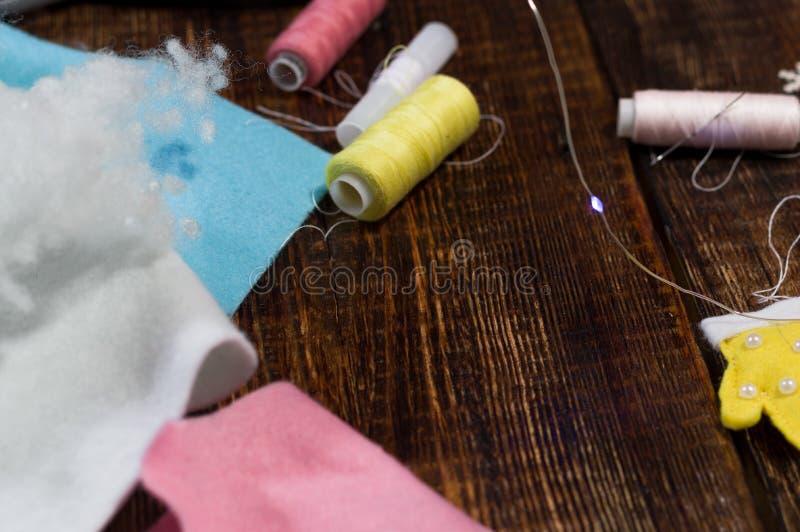 Пестротканые поток и ткань Шить материалы Чувствуемые ткани стоковые фото
