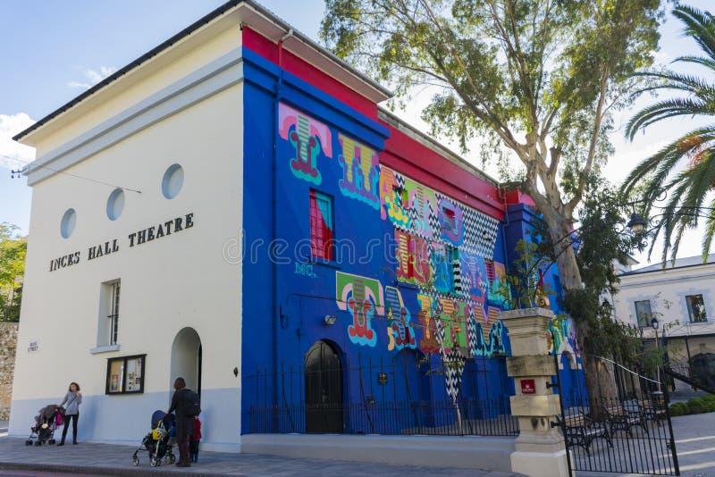 Пестротканый фасад театра города стоковое изображение rf