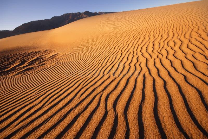 Песчанные дюны на национальном парке долины смерти стоковые фото