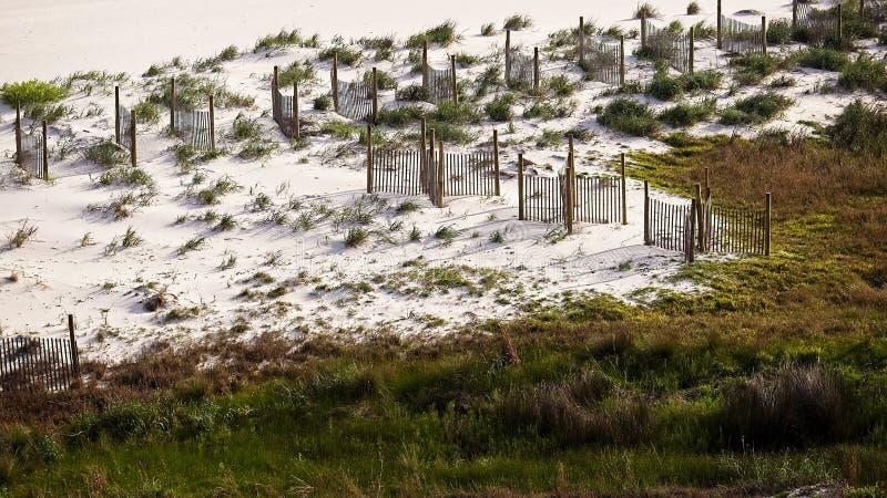 Песчанные дюны с обнесут забором AL берегов залива стоковая фотография