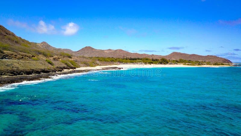 Песчаный пляж на Оаху стоковая фотография
