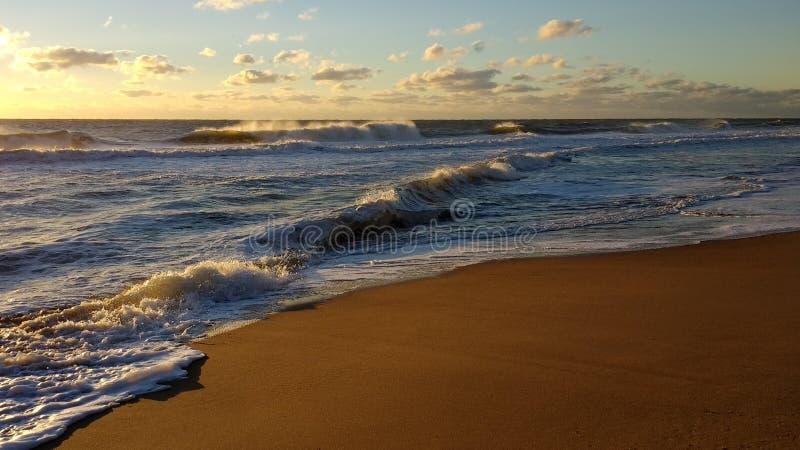Песчаный пляж в Мэриленде на восходе солнца стоковые фото
