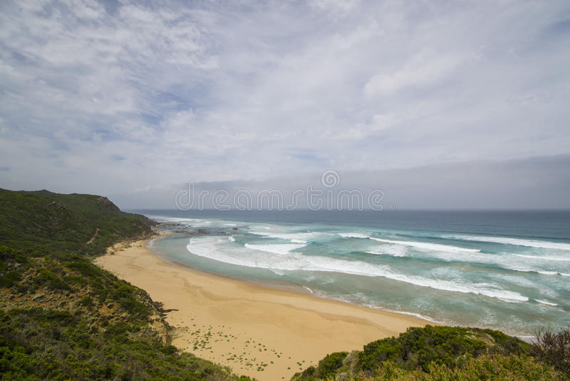 Песчаный пляж на большой дороге океана, южное Виктория стоковое изображение