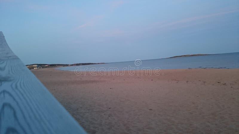 Песчаный пляж на рассветать стоковые фотографии rf