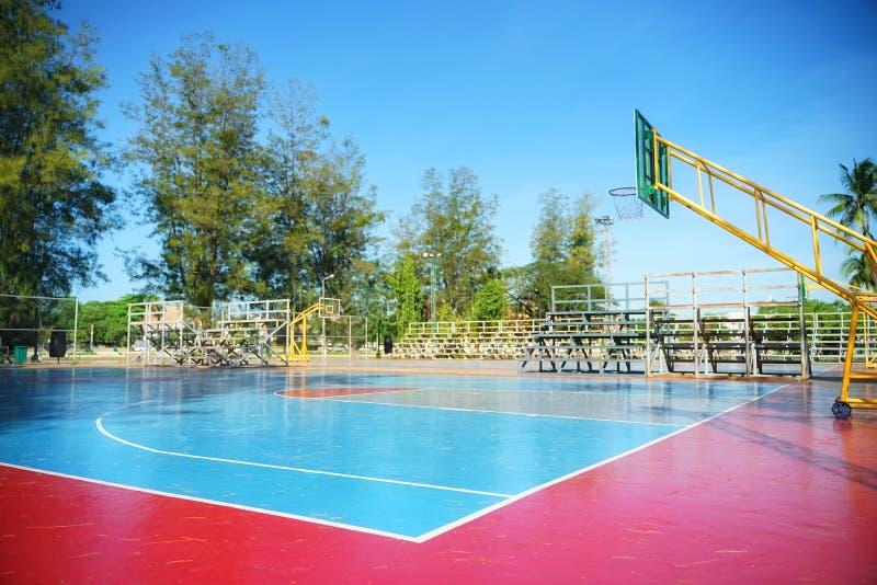 Петля для на открытом воздухе баскетбола в утре на празднике стоковые фото