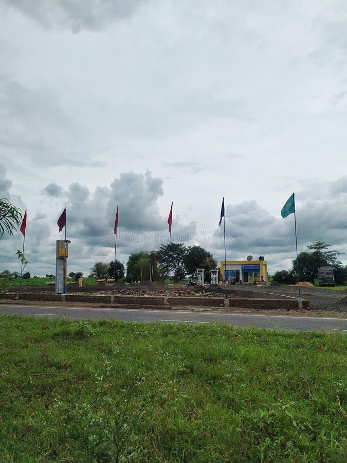 Петролевые насосы на шоссе стоковые фото