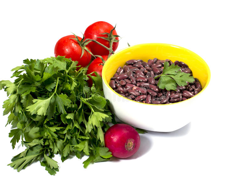 Петрушка, томаты, редиска сада и плита с незрелым haricot стоковое фото