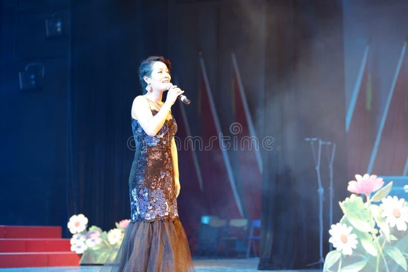 Download Петь певицы huangyingying редакционное фотография. изображение насчитывающей знаменитость - 81814292