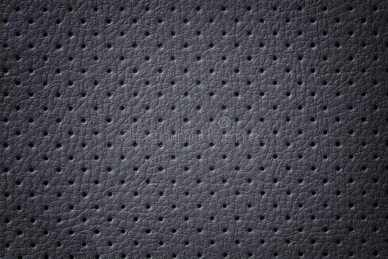 Пефорированное темное - серая кожаная предпосылка текстуры, крупный план Черный фон от кожи морщинки стоковые фотографии rf