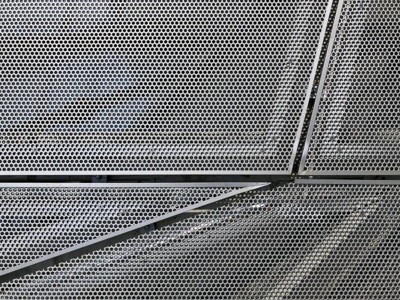 Пефорированные панели металла на фасаде стоковая фотография