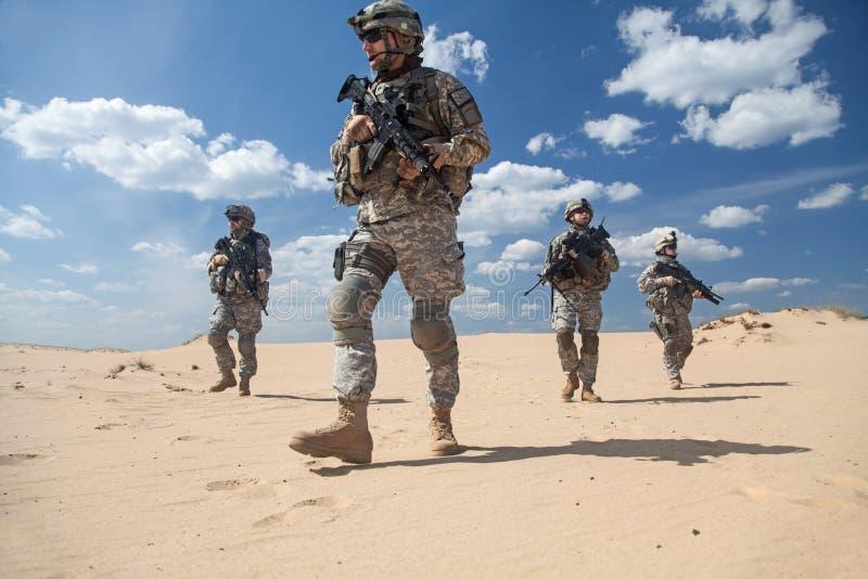 Пехотинцы в действии стоковое изображение