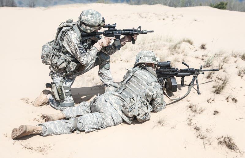Пехотинцы в действии стоковые фотографии rf