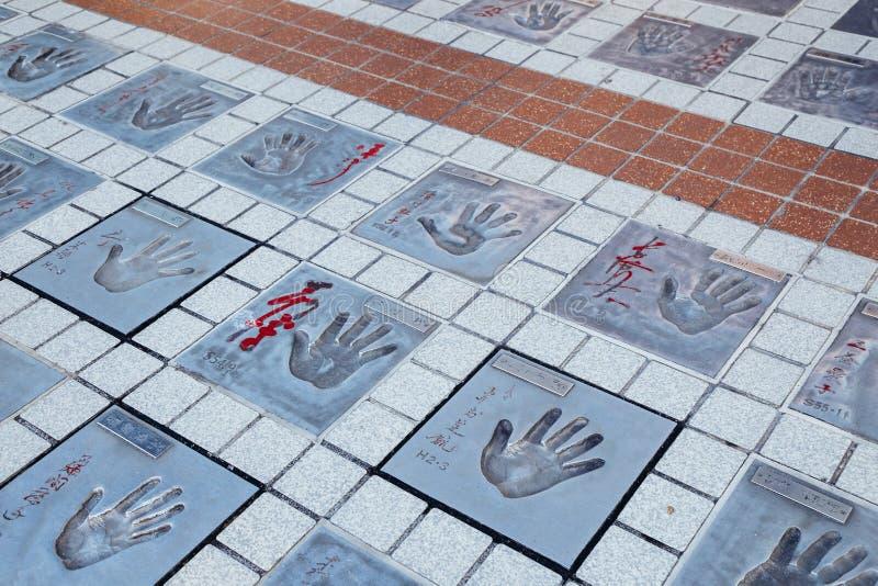 Печатание в Токио, Япония руки знаменитости звезды Asakusa квадратное стоковые изображения rf