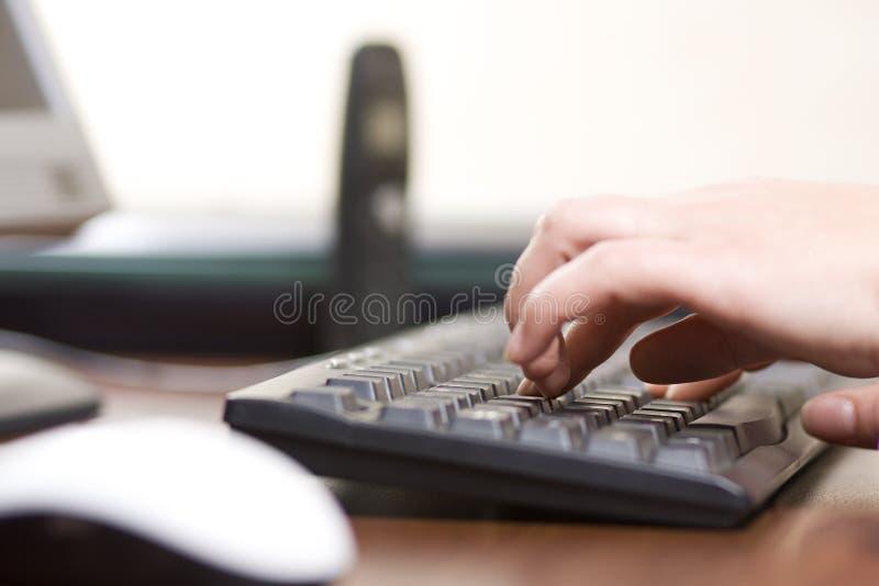 печатать на машинке клавиатуры компьютера стоковое изображение rf
