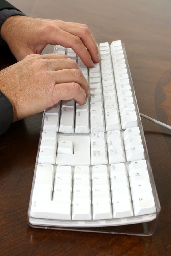 печатать на машинке рук стоковое изображение rf
