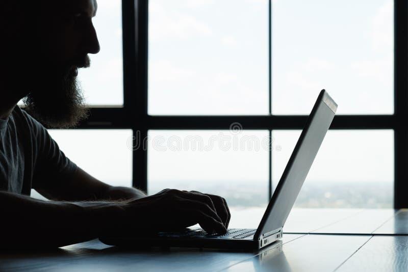 Печатать человека copywriter корректировщика внештатного автора стоковые изображения