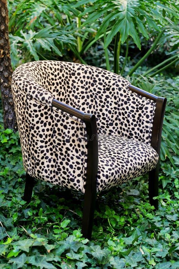 печать леопарда стула стоковое фото rf