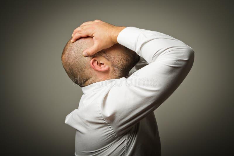 Печаль. Человек в мыслях. стоковое изображение rf