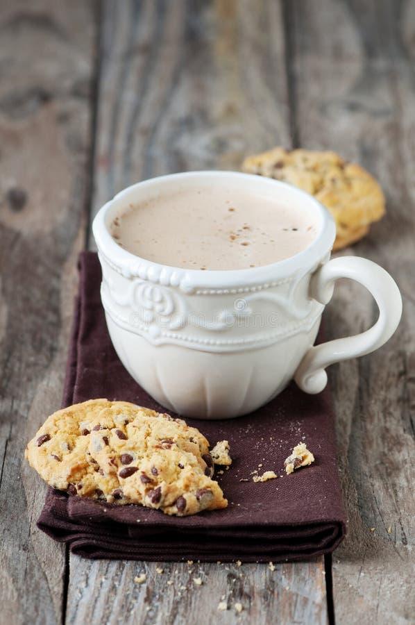 Печенье и капучино стоковое изображение rf