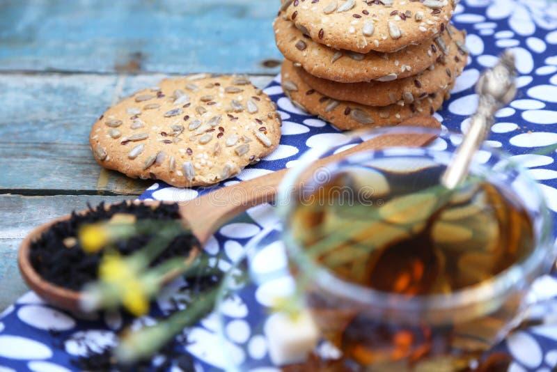 Download Печенье и чашка чаю стоковое изображение. изображение насчитывающей еда - 41657765