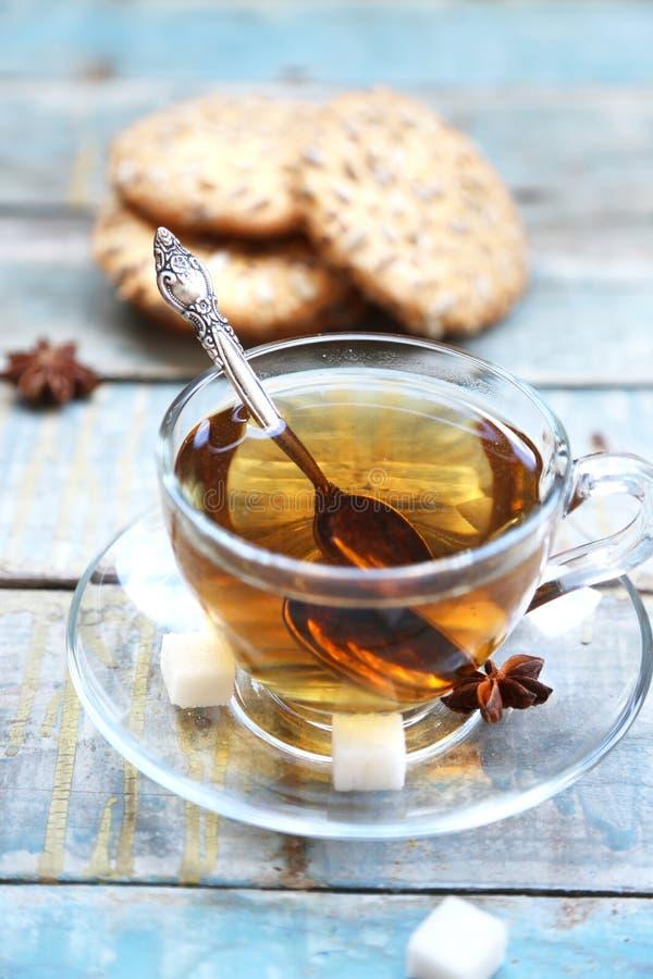 Download Печенье и чашка чаю стоковое фото. изображение насчитывающей здорово - 41659610