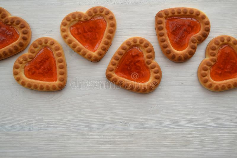 Печенье романтичный сярприз Концепция символа влюбленности Прокладка символа печенья сердца с copyspace стоковое изображение