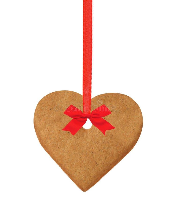 Печенье сердца рождества на красной ленте при смычок изолированный на белизне стоковое изображение rf