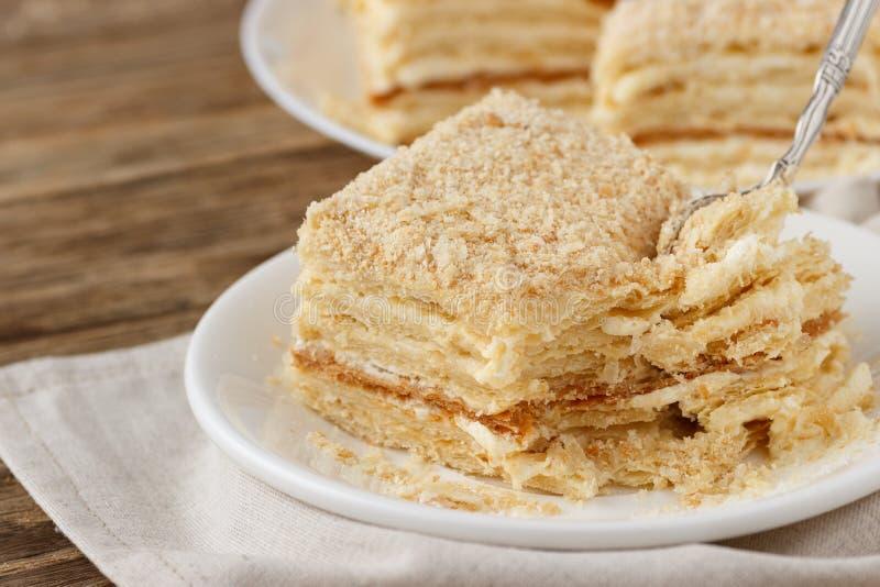 Печенье слойки Наполеон куска пирога со сливк заварного крема стоковая фотография rf