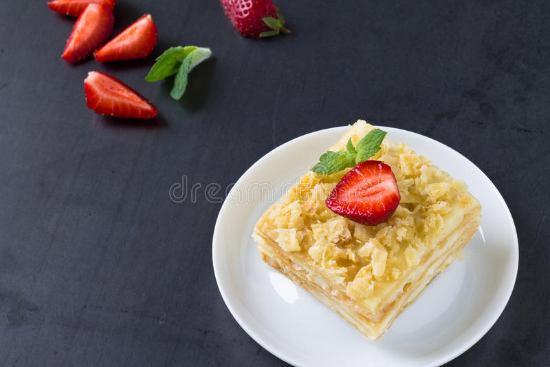 Печенье слойки известное как Наполеон, ванильный кусок Mille-feuille стоковые фото