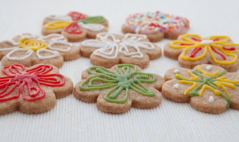 печенья выпечки самонаводят стоковые изображения