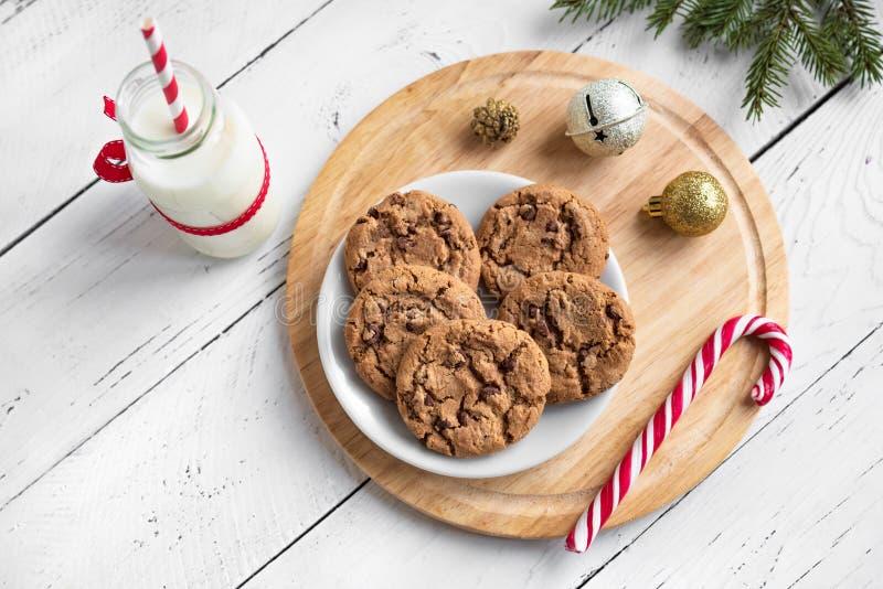 Печенья и молоко рождества для Санта стоковые изображения rf