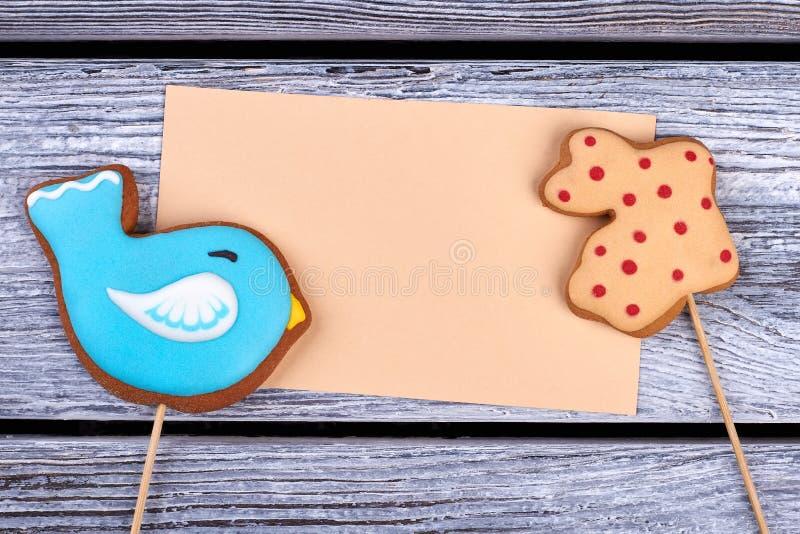 Печенья и пустая карточка стоковая фотография