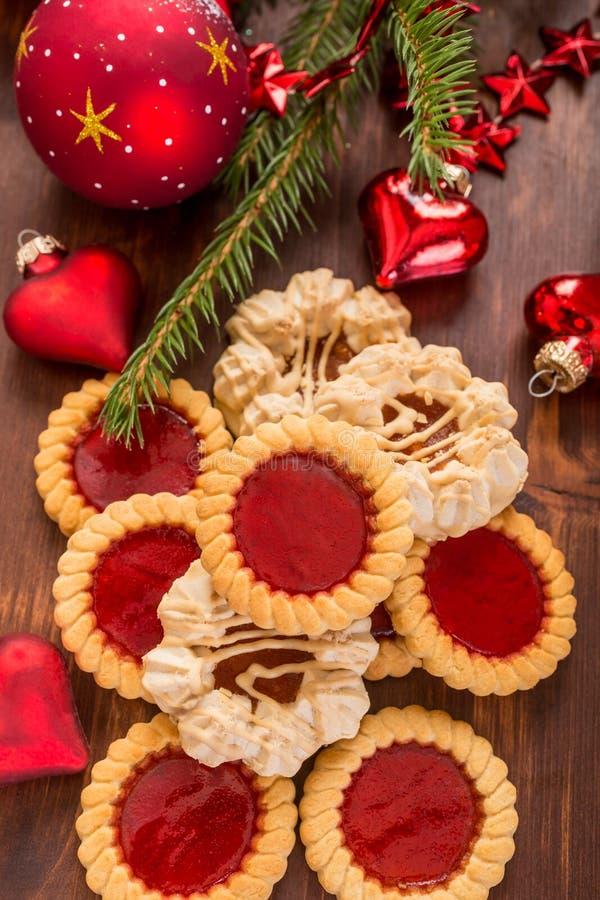 Печенья и украшения рождества стоковые фотографии rf