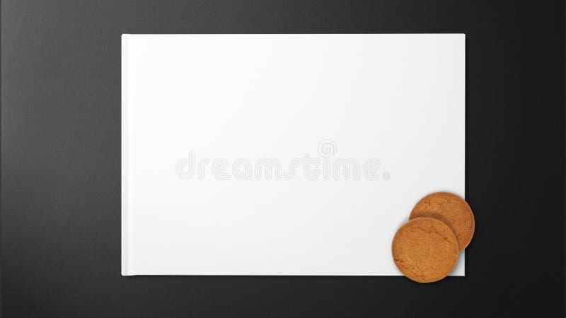 Печенья на белой бумаге на черной и чистой предпосылке стоковое фото rf