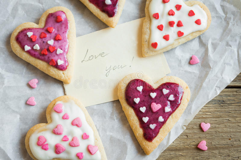 Печенья на день ` s валентинки стоковые фото