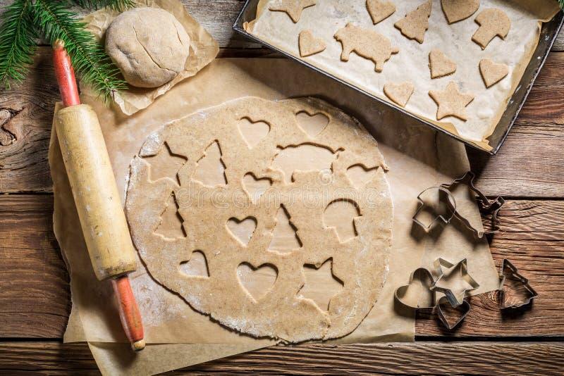 Печенья пряника вырезывания для рождества стоковая фотография rf