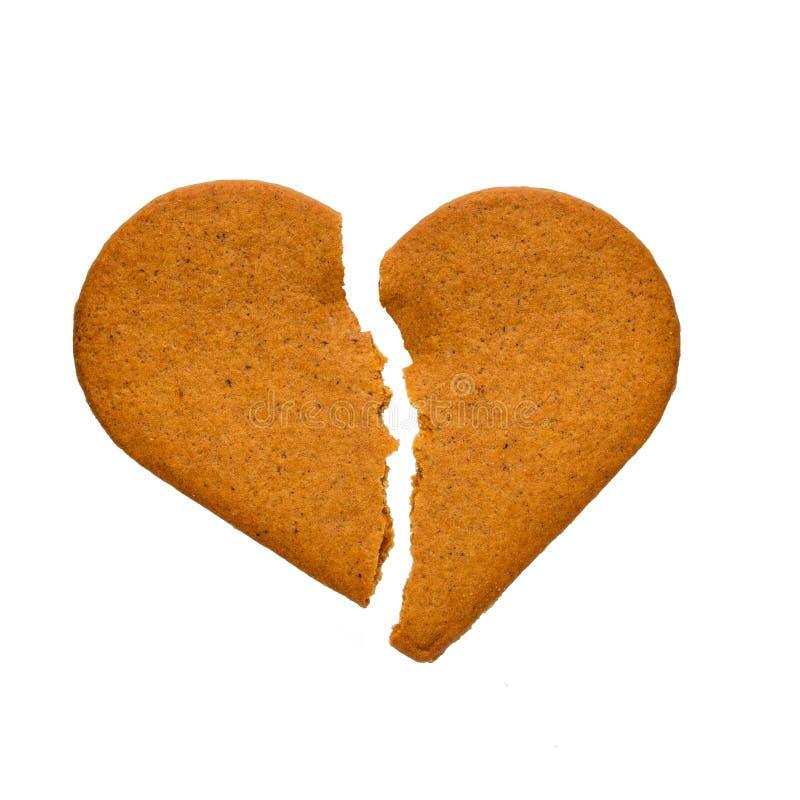 Печенья пряника в форме разбитого сердца, изолированного на белой предпосылке стоковое изображение