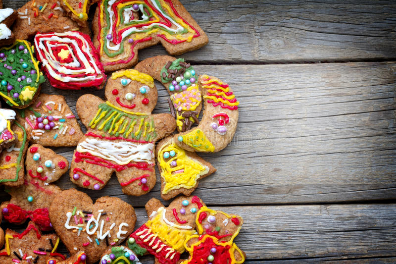 Печенья пряника рождества handmade на старых планках стоковое фото