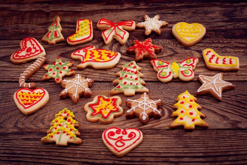 Печенья рождества, сладкая еда на коричневом деревянном столе Взгляд сверху и насмешка вверх Селективный фокус стоковая фотография rf