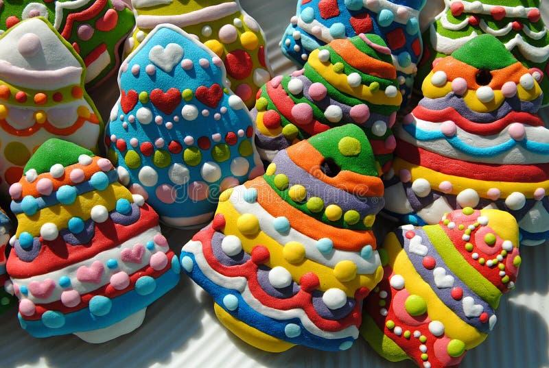 Печенья рождественской елки, печенья рождества украшенные для детей стоковые изображения