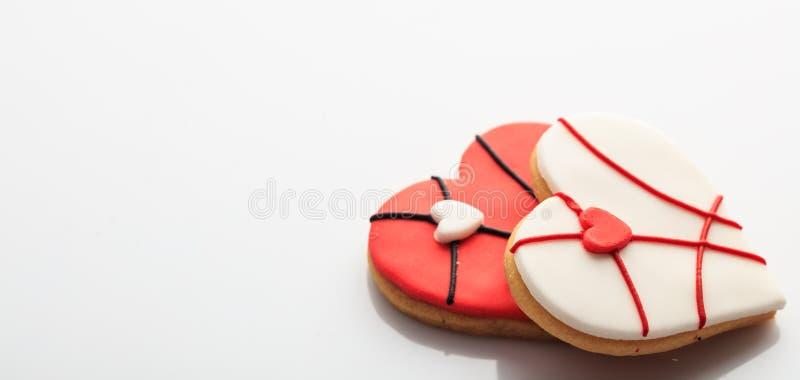 Печенья сердца форменные на белой предпосылке стоковая фотография