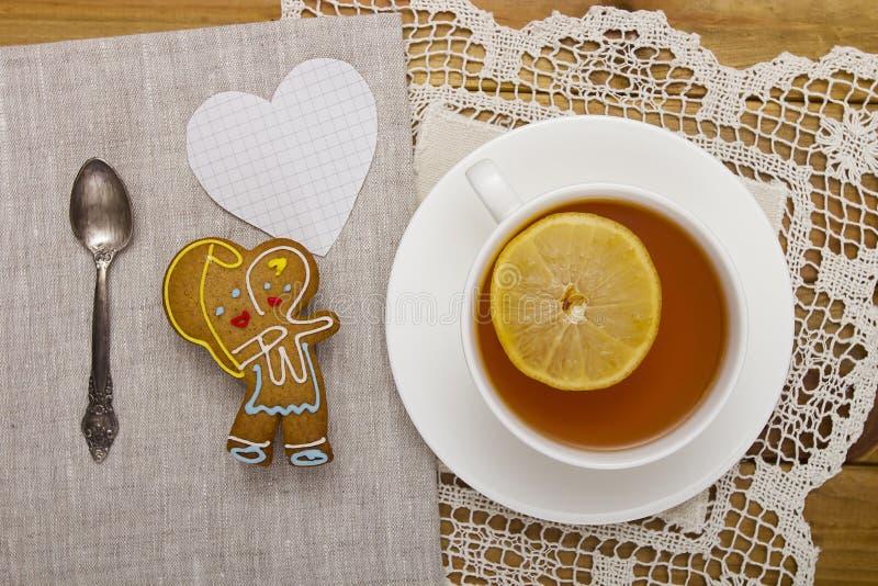 Печенья с чаем для мамы стоковые фото