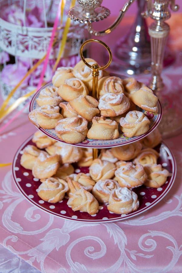 Печенья формы цветка Торт цветка плоский Шоколадный батончик стоковое изображение rf
