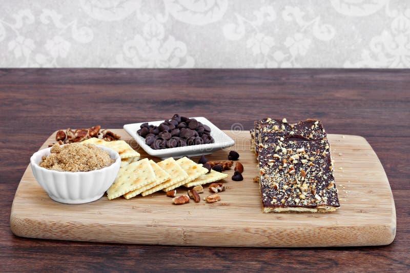 Печенья шоколада великолепные сделанные с saltines, шоколадом и гайками стоковое изображение